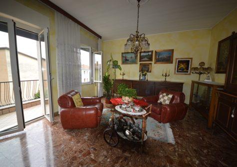 Brescia – Quadrilocale Da Ristrutturare